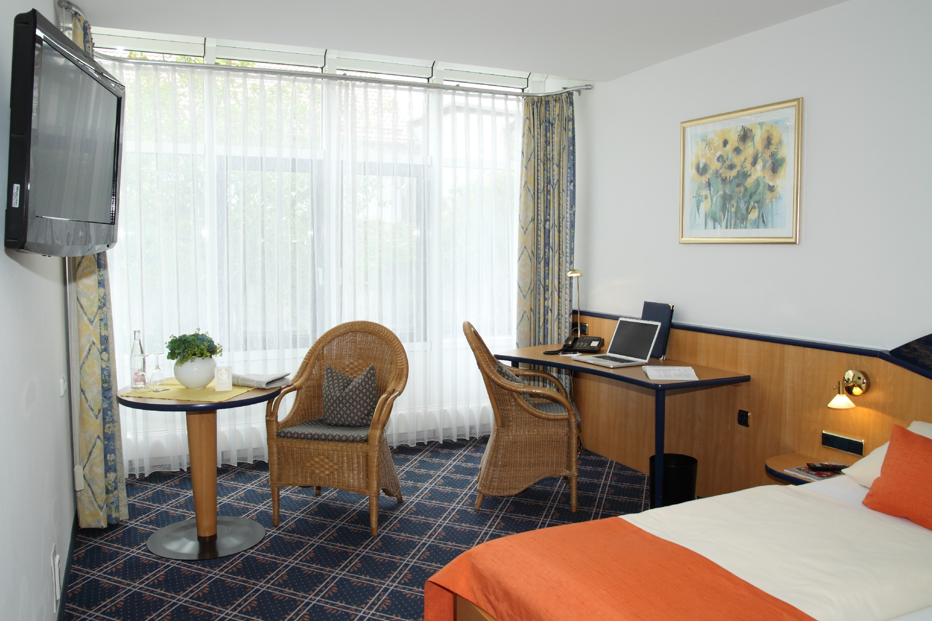 Disabled friendly room superior hotel zur post ismaning - Lounge rooms ...